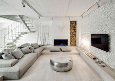 Kies Akzentwand In Weiß Im Wohnzimmer