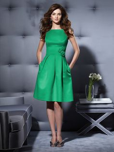 Dressy Group style 2780 in Pantone Emerald (Lots of other greens available) @Sara Eriksson