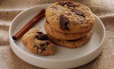 Μπισκότα με μέλι και κομμάτια σοκολάτας Biscuits, Greek Sweets, Sweet Recipes, Muffin, Cookies, Snacks, Breakfast, Desserts, Food