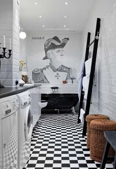 salle de bain noir et blanc - carrelage métro blanc et carreaux de sol en damier en noir et blanc