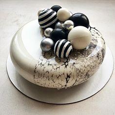 Доброго субботнего дня☕️ #торт #тортбезмастики #муссовыйторт #торттуапсе #зеркальнаяглазурь #кендибар #шоколад #silicomartprofessional… Crazy Cakes, Fancy Cakes, Zumbo Desserts, Dessert Presentation, Mirror Glaze Cake, Pastry Art, Glass Cakes, Beautiful Desserts, Baking And Pastry