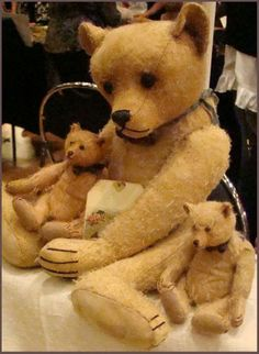 Lovely Teddies....wish I knew who the artist was.