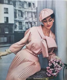 New Fashion Vintage Chic Christian Dior 31 Ideen - I just want to be Yeehaw - Mode Vintage Fashion 1950s, Vintage Mode, Vintage Ladies, Vintage Pink, Fifties Fashion, Vintage Style, Vintage Woman, Vintage Hats, Victorian Fashion