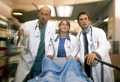 Laura Innes and Noah Wyle tied as the longest-running cast members. Old Tv Shows, Best Tv Shows, Favorite Tv Shows, Series Movies, Movies And Tv Shows, Tv Series, Er Show, Noah Wyle, Amblin Entertainment