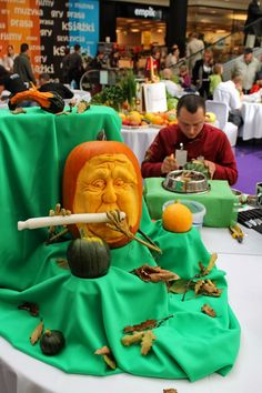 Carving Contest in Galeria Krakowska - Krakow - Poland - more here: http://twistedredladybug.blogspot.de/2013/10/art-everywhere-even-in-fruits.html