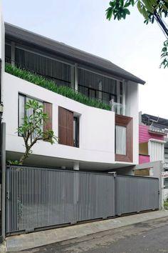 New exterior shop modern facades Ideas Roof Architecture, Modern Architecture House, Modern House Design, Modern Tropical House, Tropical Houses, House Roof, Facade House, Modern Properties, Building Exterior