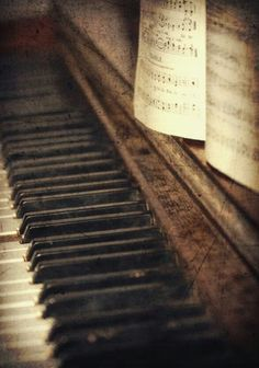 Roustic and magnificent  #oldpiano #goldisold