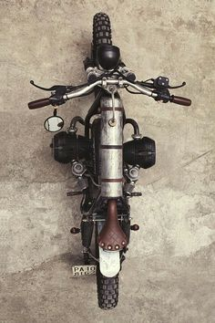 'Mad Max' BMW – Delux Motorcycles If you've ever visited outback Australia, you'll realise just how a movie like… Scrambler Motorcycle, Motorcycle Art, Cool Motorcycles, Vintage Motorcycles, Mad Max, Bmw R65, Australian Cars, Bmw Boxer, Classic Bikes