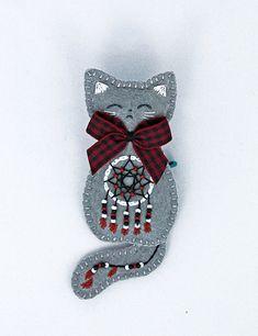 November kitten brooch by Ailinn-Lein.deviantart.com on @DeviantArt