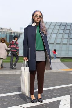 Notepads Out! 20 Next-Level Seoul Street-Style Snaps #refinery29  http://www.refinery29.com/2013/10/55989/seoul-korea-fashion#slide-5  Nothing flashy going on here, but we're sort of hypnotized by her utterly perfect layering, lilac-gray locks, and see-through vinyl tote.