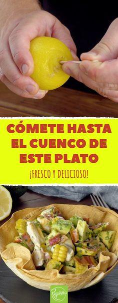 Cómete hasta el cuenco de este plato. ¡Fresco y delicioso! #ensalada #aguacate #limon #ensaladafresca #ensaladadeaguacate #ensaladacontortilla Mexican Food Recipes, Healthy Recipes, Ethnic Recipes, Empanadas, Food Videos, Picnic, Salads, Tacos, Good Food