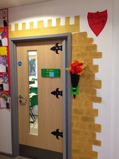 Castle classroom door  || Ideas and inspiration for teaching GCSE English || www.gcse.english.com ||