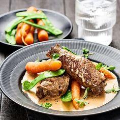 Lövbiffsrullader med gräddsås och oregano | Recept ICA.se Swedish Recipes, Lchf, Pot Roast, Steak, Broccoli, Ethnic Recipes, Food, Carne Asada, Roast Beef