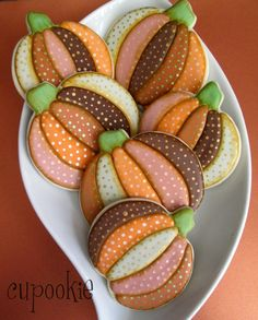 Jack-o-Lantern cookies, no-bake pumpkin patties, pumpkin cookies with brown butter icing.get the recipes for these and other yummy pumpkin Halloween cookies. Thanksgiving Cookies, Fall Cookies, Cut Out Cookies, Iced Cookies, Cute Cookies, Holiday Cookies, Cupcake Cookies, Drop Cookies, Halloween Cookies Decorated