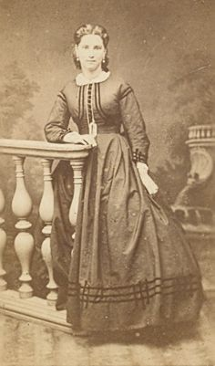 1800s dress. This look is classic for this period.