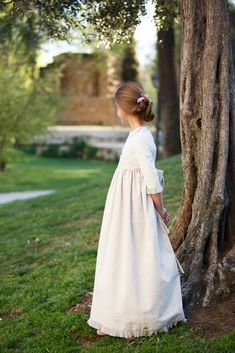 fotografo de Comunion   El estudio de Blanca – fotografo de boda Girls Dresses, Flower Girl Dresses, White Dress, Wedding Dresses, Madrid, Fashion, Baby Photographer, Natural Looks, Dresses Of Girls