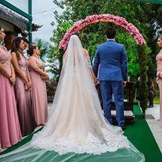"""a63614d4bf Patrícia Noivas   Festas on Instagram  """"Nossa linda Ana Carla e os detalhes  do seu casamento. As madrinhas estavam lindas!  noiva  centraldanoiva   padrinhos ..."""