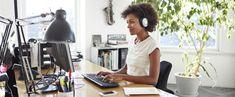 http://www.estrategiadigital.pt/ouvir-musica-no-trabalho-aumenta-produtividade/ - A pergunta que dá título a este post atormenta tanto trabalhadores como empregadores: afinal de contas, devemos ou não ouvir música enquanto trabalhamos? Neste post, procuramos encontrar a resposta a esta questão.