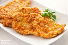 Jeśli znudziło wam się już panierowanie w bułce tartej, koniecznie spróbujcie kotletów po parysku. Delikatna i pyszna panierka będzie idealna do piersi z kurczaka lub schabu. Składniki: cztery roztłuczone kotlety z piersi z kurczaka lub ze schabu wieprzowego, dwa jajka, szklanka mąki pszennej, czosnek granulowany, sól, pieprz, masło i olej do smażenia. Zrób tak: kotlety … Pork Recipes, Healthy Recipes, Healthy Food, Polish Recipes, Kfc, Food Hacks, Macaroni And Cheese, Bacon, Dinner Recipes