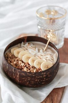 Delicious peanut butter smoothie bowl for the win this Sunday morning 🥰🖤 Healthy Smoothies, Smoothie Recipes, Healthy Breakfast Recipes, Healthy Snacks, Food Porn, Food Goals, Breakfast Bowls, Smoothie Bowl, Aesthetic Food