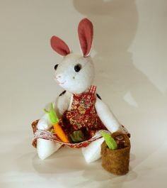 lapin en feutrine avec son  petit panier de légumes - little rabbit in felt with her basket of vegetables de la boutique BuddyBirdies sur Etsy