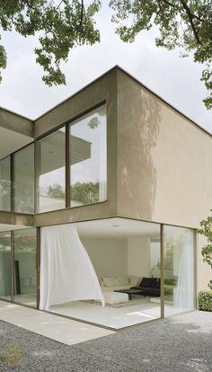 Marvelous Sky Frame Haus Mit Offenen Schiebefenstern. Hausfassade Farbe ...