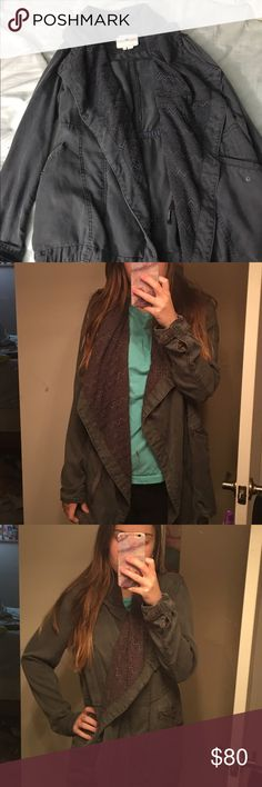 Anthropologie Jacket super cute and fashionable jacket. warm even though the fabric is thin. zip it up for a different style or leave it open. has many pockets. no tears rips or stains, only worn a couple of times. pictures don't do it justice. bundle and save💘 Anthropologie Jackets & Coats Utility Jackets