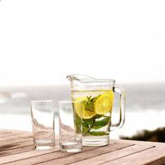 Cules son los beneficios de beber jugo de limn por la maana? | eHow en Espaol