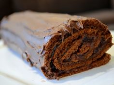 Rocambole de Chocolate - Veja mais em: http://www.cybercook.com.br/receita-de-rocambole-de-chocolate.html?codigo=18367