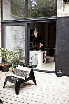 terrasse scandinave en noir et blanc