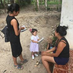 3yr old Camila preaching in Honduras @kallaz11 thank you @jw_inspirational