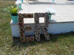 """Inicials """"E"""" """"R"""" amb taps de suro www.eventosycompromiso.com"""