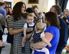 Príncipe George puxa o cabelo de Kate Middleton e faz amigos na Nova Zelândia