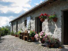 Het hoofdgebouw van  kleinschalige familiecamping Quinta d Alijo in Noord-Portugal