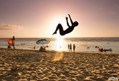 Sur la plage de l'ermitage les bains quand un fou croise la caméra - Ile de La Réunion / On the beach  a crazy man in front of my camera   #nature #sea #reunionisland #sun #summer #beach #beautiful #sunset #sunrise #lareunion #974 #canon #photooftheday #jump #rivers #mothernature #water #seascape #ocean #instagood #sky #clouds #cloudporn #pretty #sand #amazing #ripples #shore #waterfoam    by kodeni974