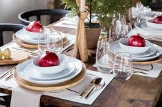 Design and Dine Holiday Tabletop Giveaway. Tonight is the last night to enter on InteriorCollective.com. #DesignandDine