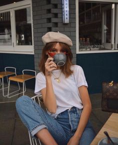 The Summer Jean Outfits We Swear By The summer jeans outfits we wear on repeat Paris Outfits, Mode Outfits, Summer Outfits, Casual Outfits, Outfit Jeans, Shirt Outfit, Barett Outfit, Looks Style, My Style