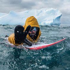 Everybody just chill! 🖖 🏄: Dan Malloy 📷: @deheeckeren #surf #surfing #ocean