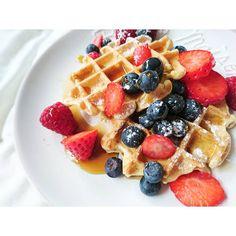 Vegan breakfast... Avec mes gaufres healthy à la vanille et plein de sirop d'érable  ! ➡ La recette sera publiée sur mon blog www.healthymalokitchen.fr aujourd'hui  ! #Homemade #breakfast #waffle #gaufre #eggfree #dairyfree #sansoeuf #sanslactose #crueltyfree #vegan #veganfood #vegandiet #veganporn #vegansofig #eatvegan #veggie #végétalien #healthy #healthyfood #mangersainement #reequilibragealimentaire #yummy #foodpic #foodaddict #recettesaine #eatclean #pastry #instafood #foodstagram…