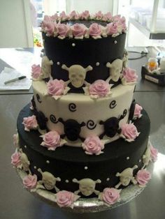 Skull cake without the pink flowers