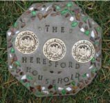 Personalized Garden Stepping Stones - A meaningful Mother's Day craft idea that kids can make.