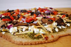 Health Conscious Momma: Chicken Pesto Goat Cheese Pizza