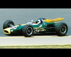 The front-engine roadster era ended with Jim Clark's 1965 victory in the Lotus In a gravel and tar racing track was constructed in Indianapolis, India Indy Car Racing, Racing News, Indy Cars, Vintage Racing, Vintage Cars, Subaru, Auto F1, Formula 1, Classic Race Cars