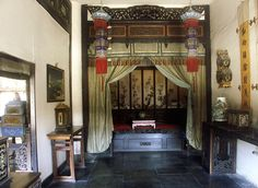 Beijing's Top 10 : Forbidden City Collections - Daily life of the concubines    Every three years, court officials would select girls between the ages of 13 and 17 to join the eight ranks of imperial concubines.