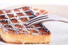 Heerlijke wafels met speltmeel en zonder suiker. Veel gezonder dan de gewone wafels, dus zonder schuldgevoel genieten! Hier vind je het recept. Fun Easy Recipes, Sugar Free Recipes, Baking Recipes, Sweet Recipes, Healthy Recipes, Healthy Treats, Healthy Baking, Waffle Maker Recipes, Confort Food