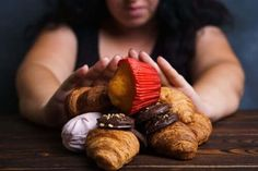 Sugar addiction, nutrition choices, motivation and healthy lifestyle. cropped portrait of overweight woman refusing sweet food Stop Sugar Cravings, Food Cravings, Vicks Vaporub, Nutrition Program, Kids Nutrition, Lupus Diet, Stop Overeating, Cure Diabetes, Stop Eating