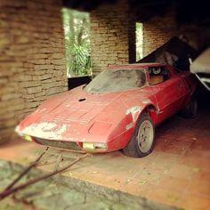A very forlorn Lancia Stratos in a barn