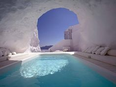 Cave pool, Santorini, Greece 27 Absolutely Stunning Underground Homes Katikies Hotel Santorini, Santorini Grecia, Santorini Travel, Greece Travel, Oia Greece, Santorini Island, Athens Greece, Hotel Grecia, Piscina Do Hotel