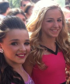 Kendall and Chloe at TCAs. What Beautiful girls they are Dance Moms Kendall, Chloe Kendall, Dance Moms Chloe, Dance Moms Girls, Kendall Vertes, Teen Choice Awards 2013, Brynn Rumfallo, Dance Mums, Dance Magazine