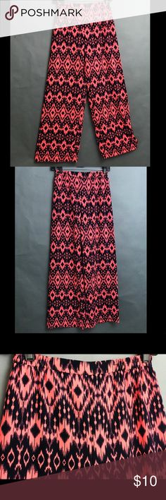 African Print Palazzo Pants African print palazzo pants Very flowy If you are short you will need heels Wide legged Pants Wide Leg
